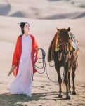 【如云】沙漠里的女人和马(外二首)